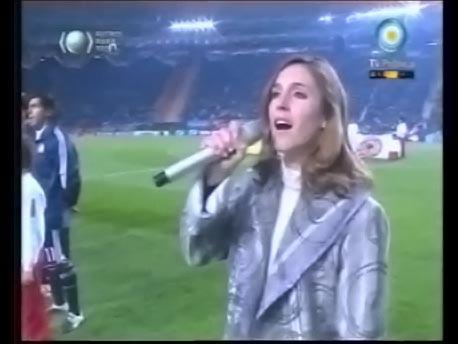Soledad Pastorutti emocionó con el himno