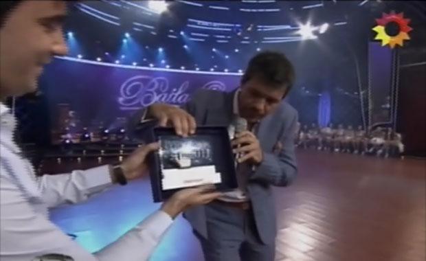 Tinelli agradeció el premio a Los Más Clickeados de Ciudad.com, con blooper incluido