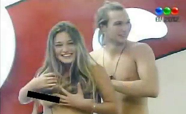 GH 2012 hot: los hermanitos jugaron al strip pool y Victoria dio la nota