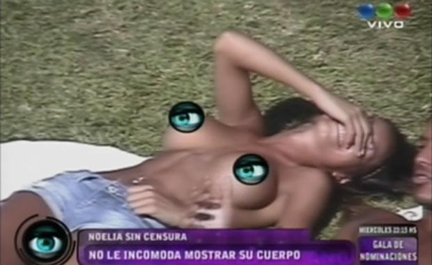 El provocador topless de Noelia en GH 2012: mirá el video