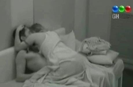 Gran Hermano 2012: las escenas más hot de Victoria y Ezequiel