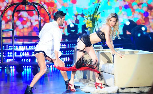 El impactante stripdance de Liz Solari en Bailando 2012