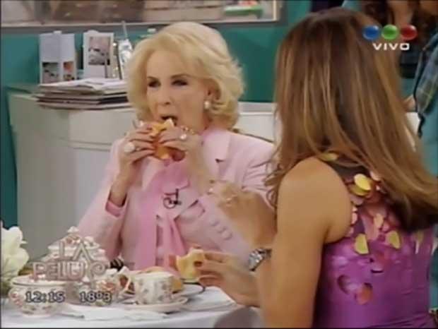 Las perlitas de Mirtha Legrand en La Pelu y ¡comiendo sándwich de salame en vivo!