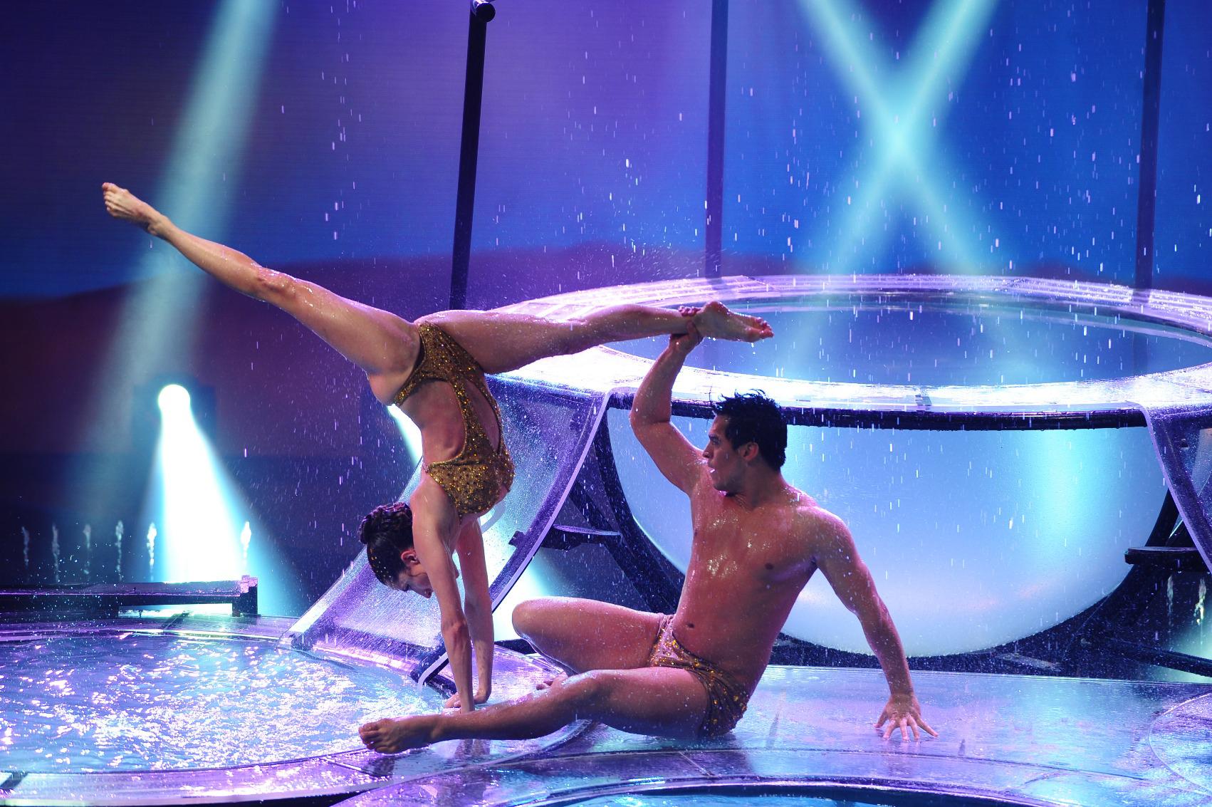 Magui Bravi impactó con su Aquadance en Bailando 2012