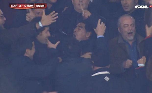 En medio del escándalo, Maradona festeja en las canchas de Italia