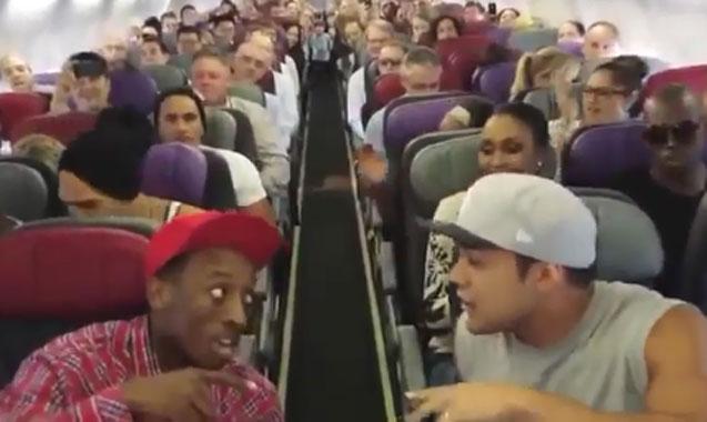 Esto es lo que pasa cuando los actores del musical El Rey León viajan en un avión
