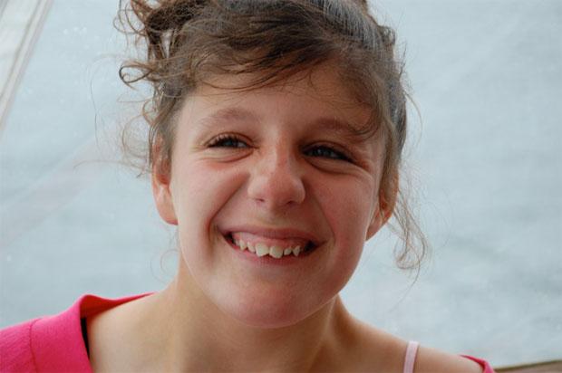 La increíble historia de una chica autista que pudo comunicarse y explicar su sufrimiento