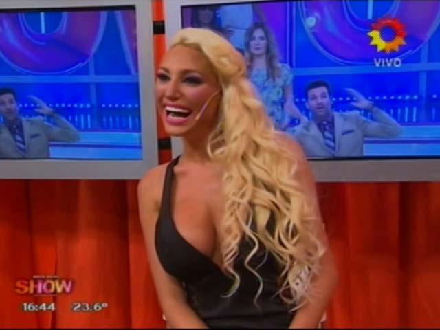 El provocador look de Vicky Xipolitakis, ¡sin ropa interior!