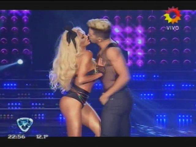 Bailando 2014: Vicky Xipolitakis, a pura sensualidad en el street pop