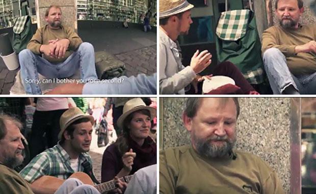 Tres estudiantes conmueven al mundo al ayudar a un mendigo