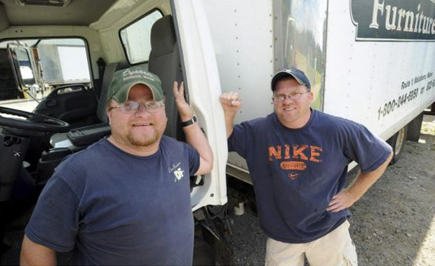 Las vueltas de la vida: su compañero de trabajo resultó ser el hermano biológico que buscó toda su vida