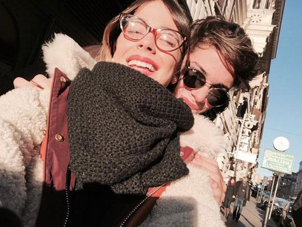 Martina Stoessel y su hermano en Italia