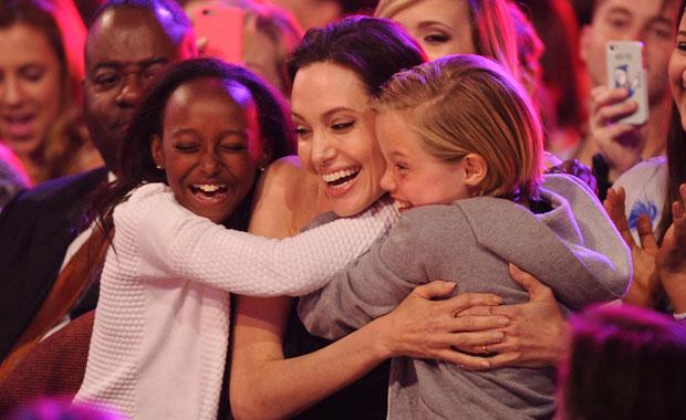 Angelina Jolie reapareció tras su cirugía de ovarios: el emotivo festejo con sus hijas