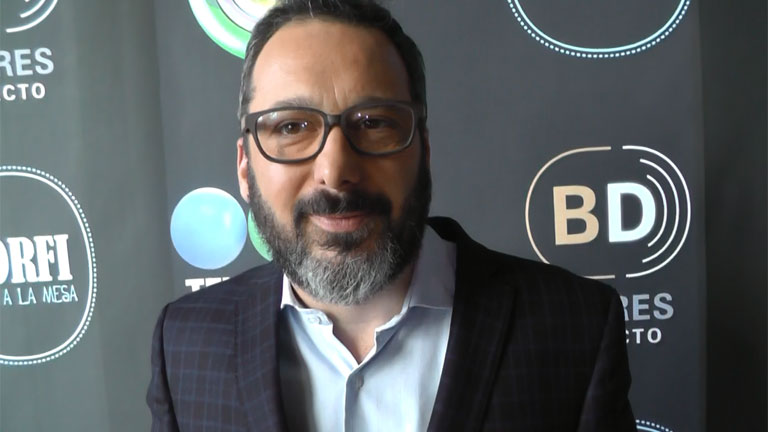 Gerardo Rozín vuelve a la TV con Morfi, todos a la mesa: