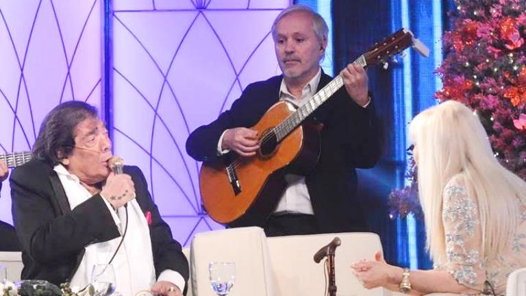 Cacho Castaña emocionó a todos con su presencia en el programa especial de Susana Giménez... ¡y hasta cantó un hit en vivo!
