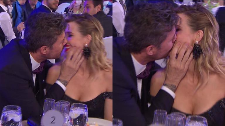 El beso de Tinelli y Guillermina Valdés en los Premios Martín Fierro de Radio 2016