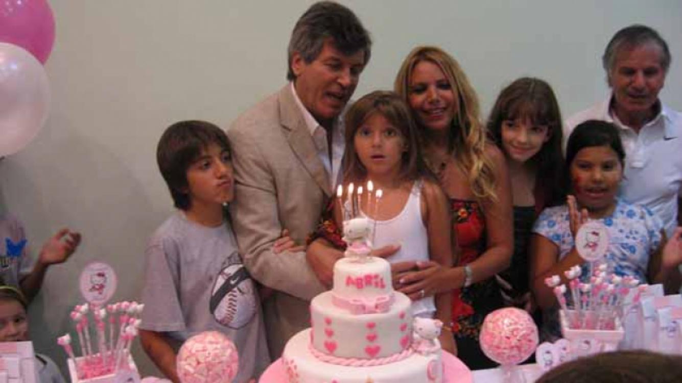 Carlín Calvo junto a su hija en el festejo. (Foto: Andrea Roitberg)