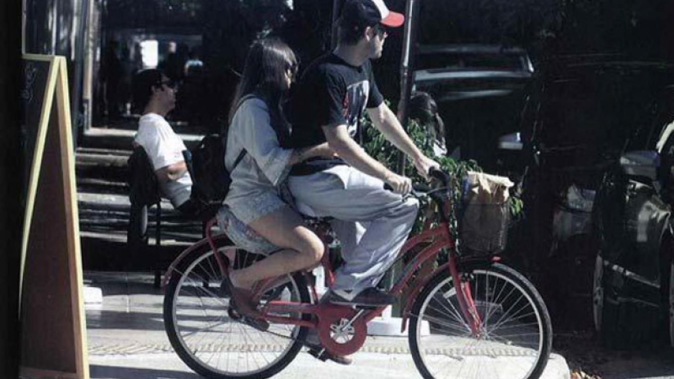 Lali Esposito y Benjamín Amadeo, un amor en bicicleta