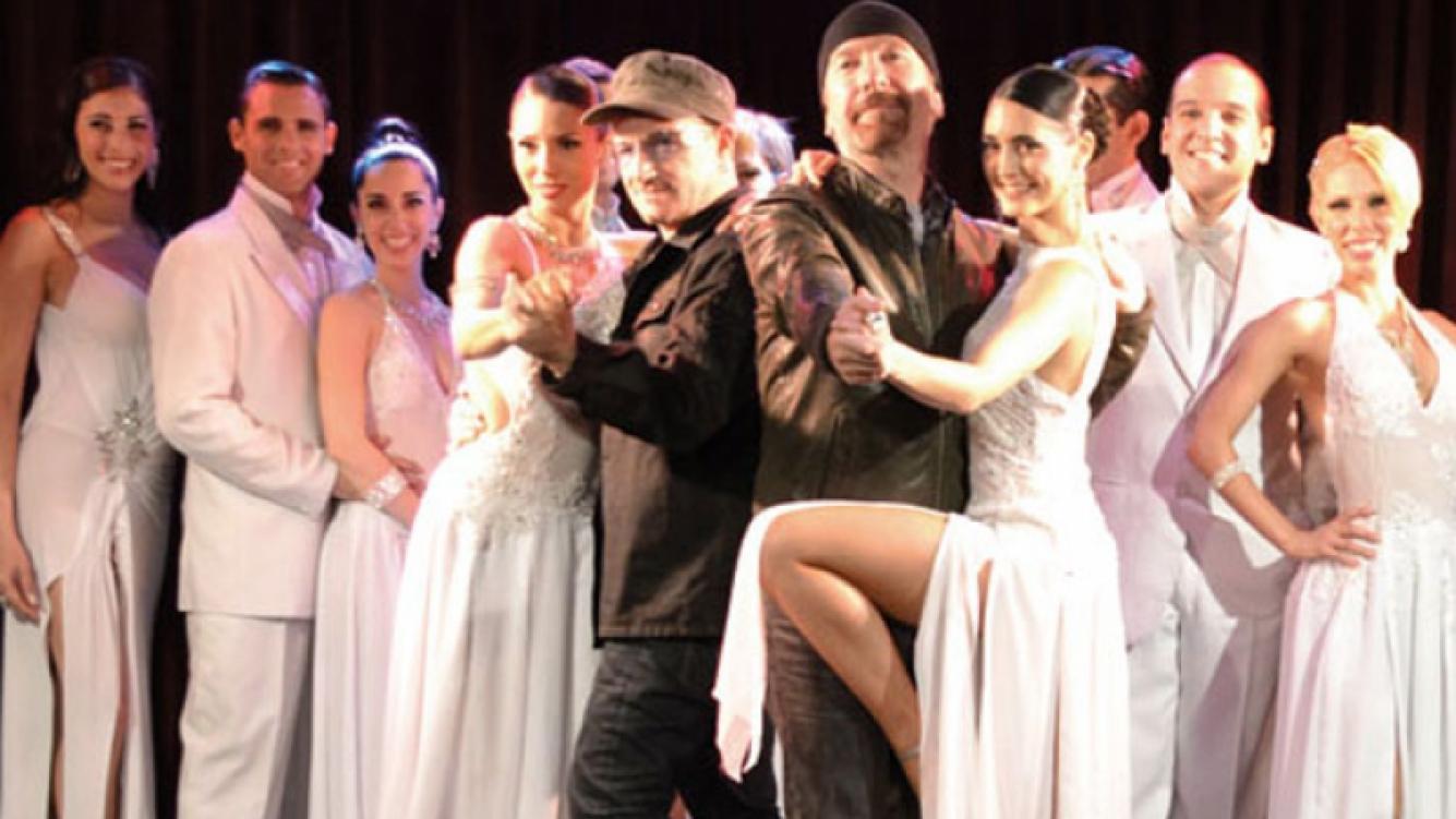 Bono bailó tango durante su paso por Buenos Aires. (Foto: revista ¡Hola! Argentina)