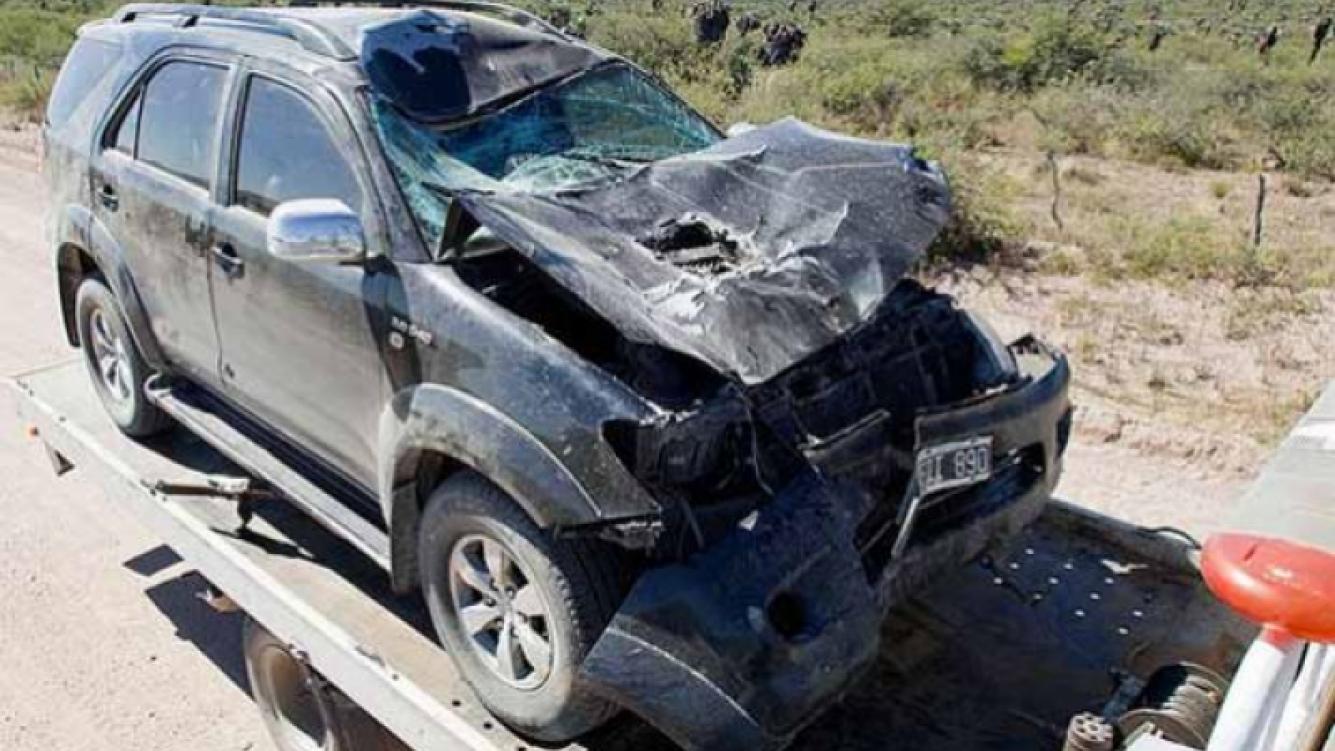 La camioneta 4x4 destruída tras el accidente. (Foto: The Sun)