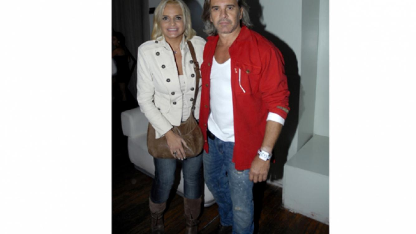 Noche con amigos: Osvaldo Laport y su mujer en el cumpleaños de Freddy (Foto: Web)