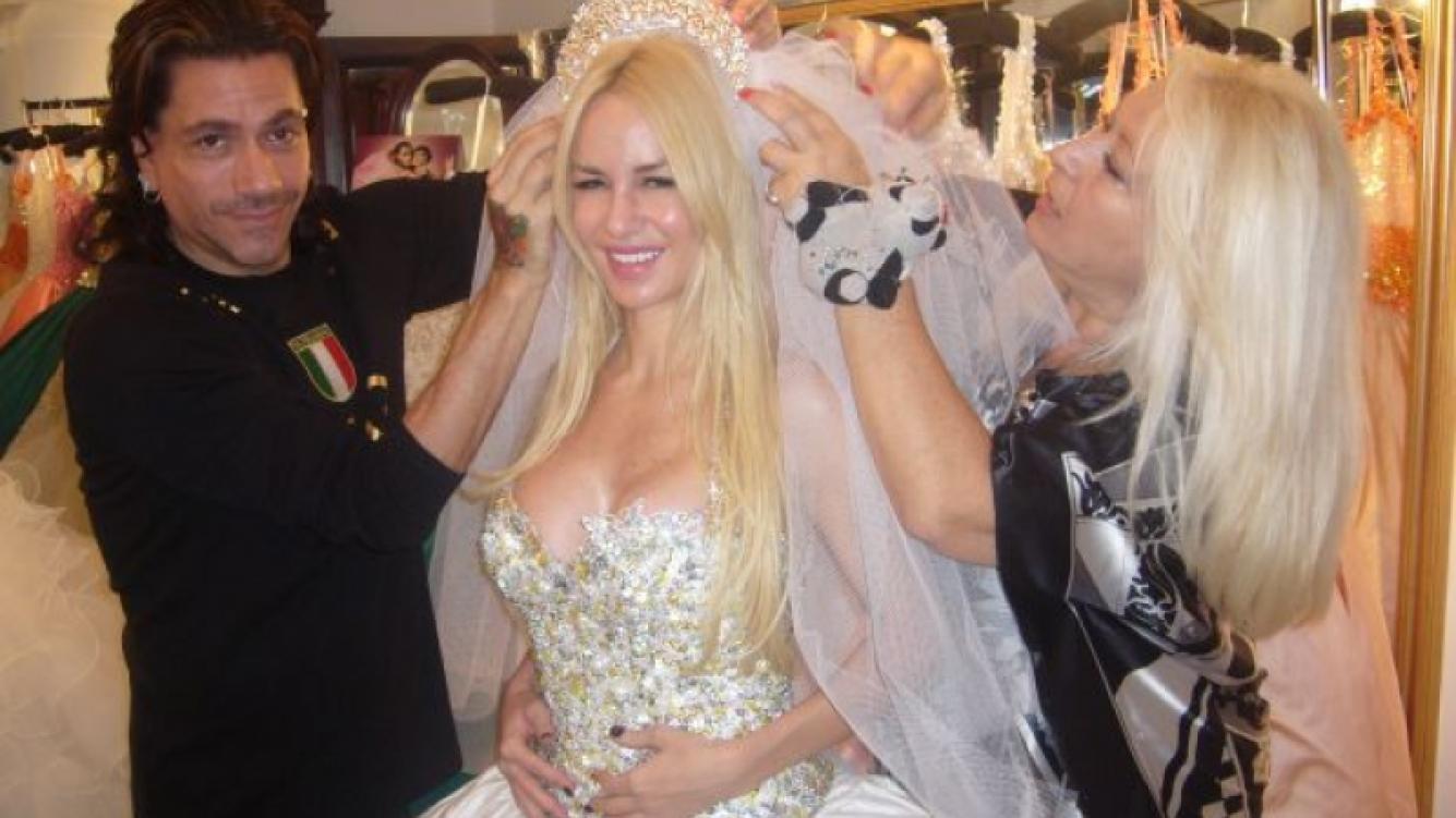 Luciana Salazar, blanca y radiante. (Foto: Alejandro Veroutis Prensa).