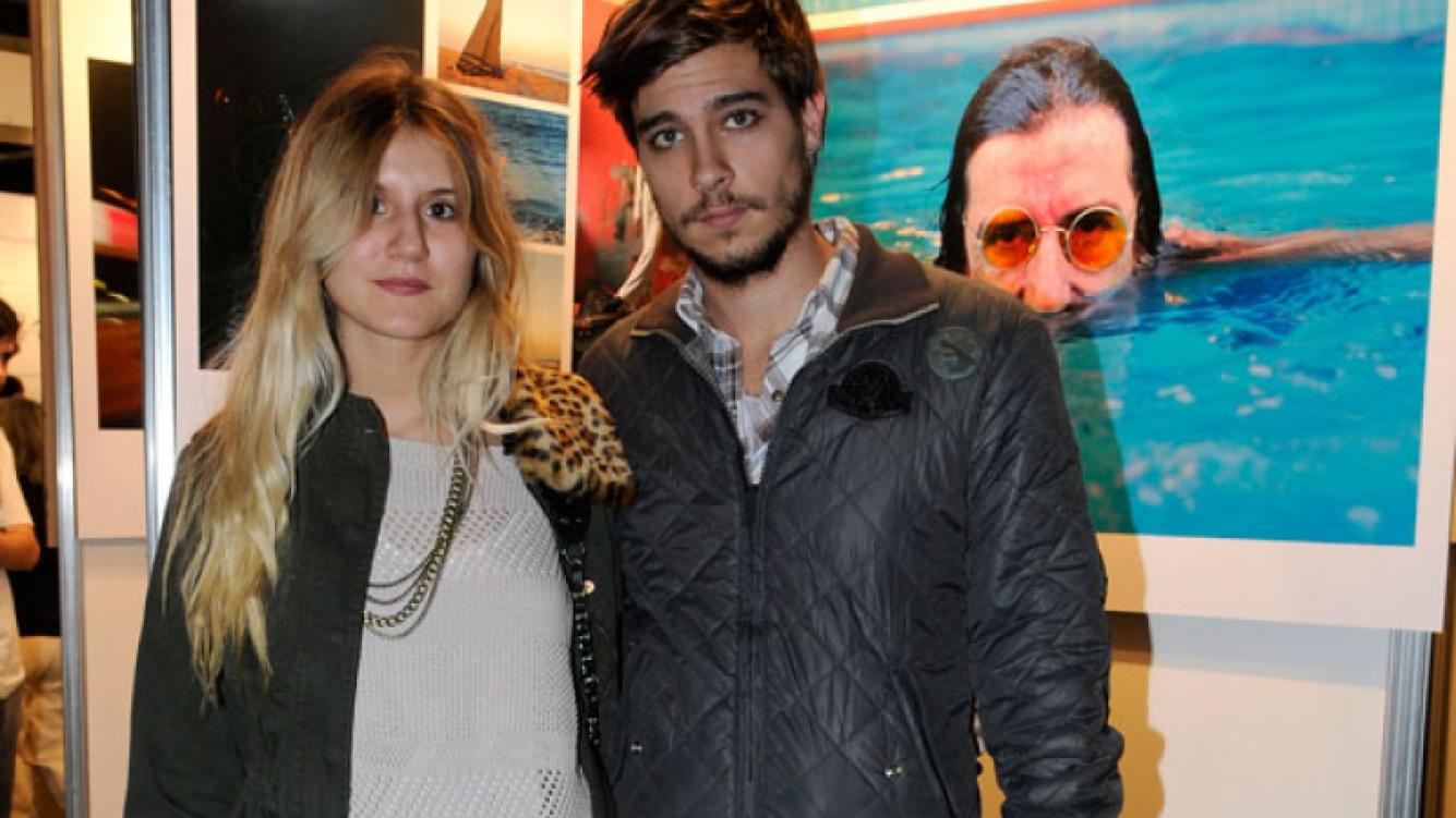 """Micaela y su novio visitaron al muestra """"El Charly que yo conozco""""."""