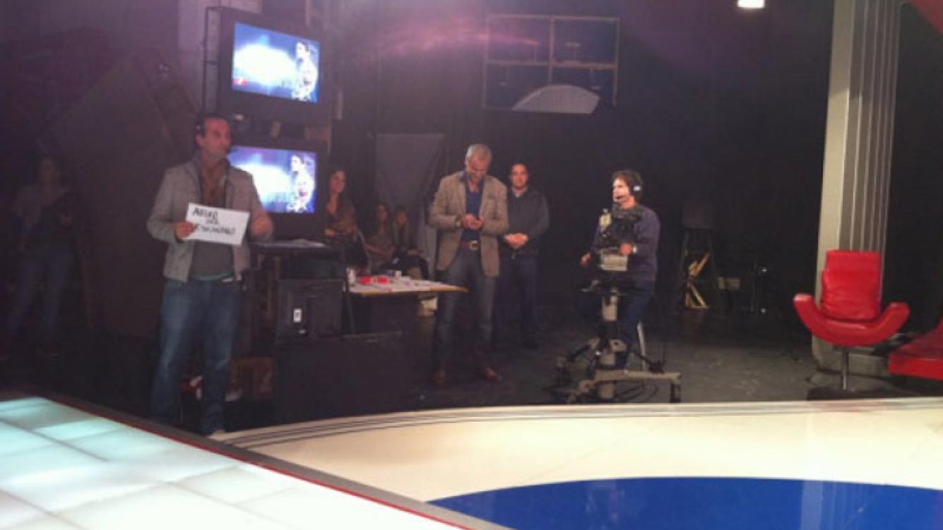 Jorge Rial, detrás de cámaras, en el estudio de Intrusos (Foto: Twitter).