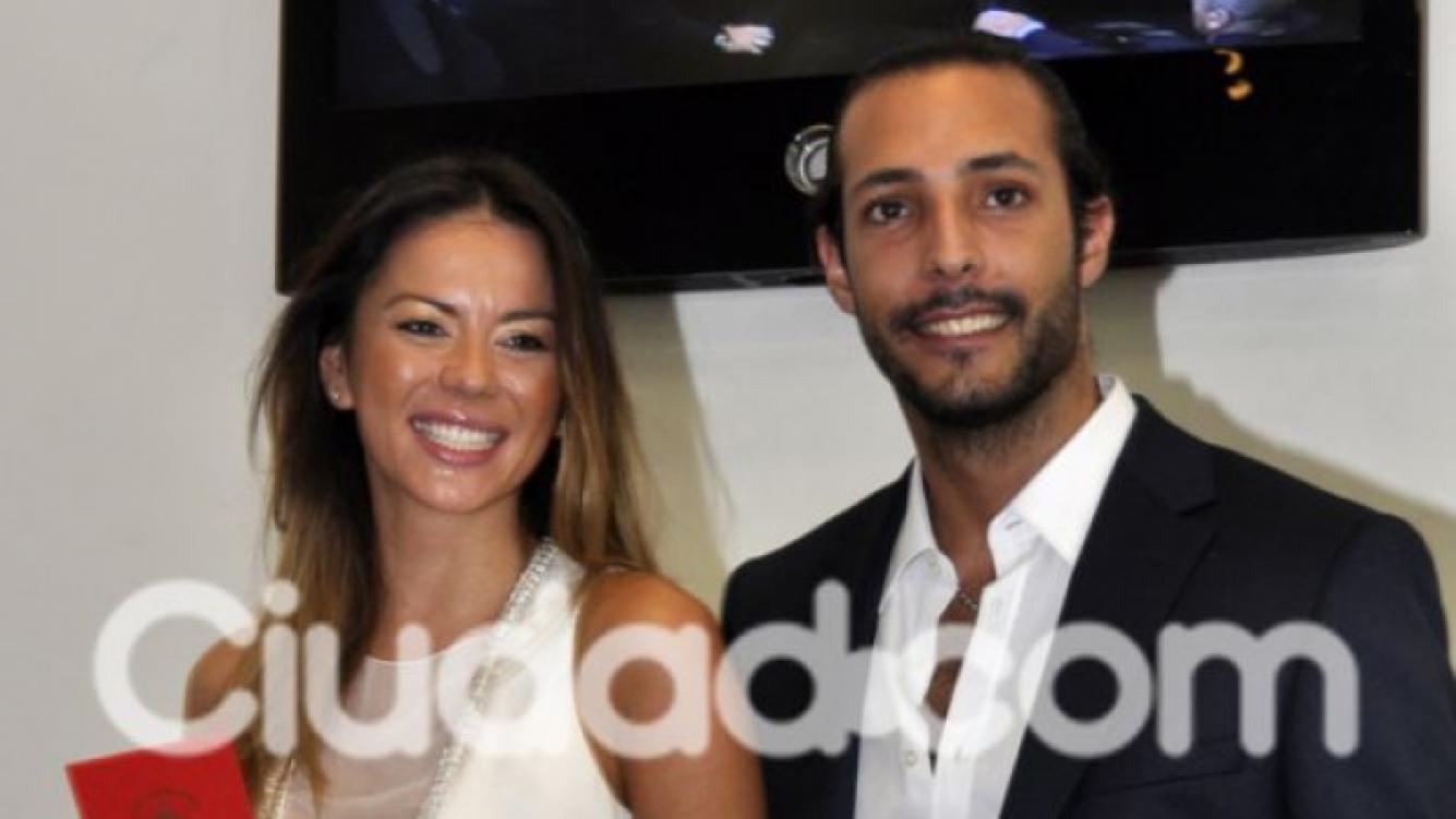 Karina Jelinek y Leandro Fariña, el día del civil. (Foto: Ciudad.com)