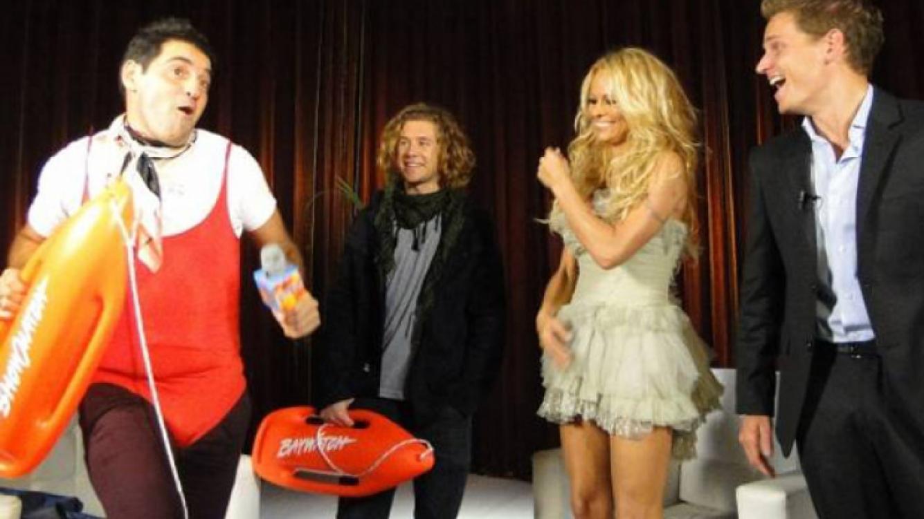 Iúdica se enfundó en el traje de Baywatch para divertir a Pamela (Foto: Ideas del sur)