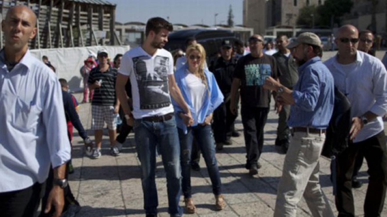 Piqué y Shakira, de la mano en Jerusalén (Foto: Web).