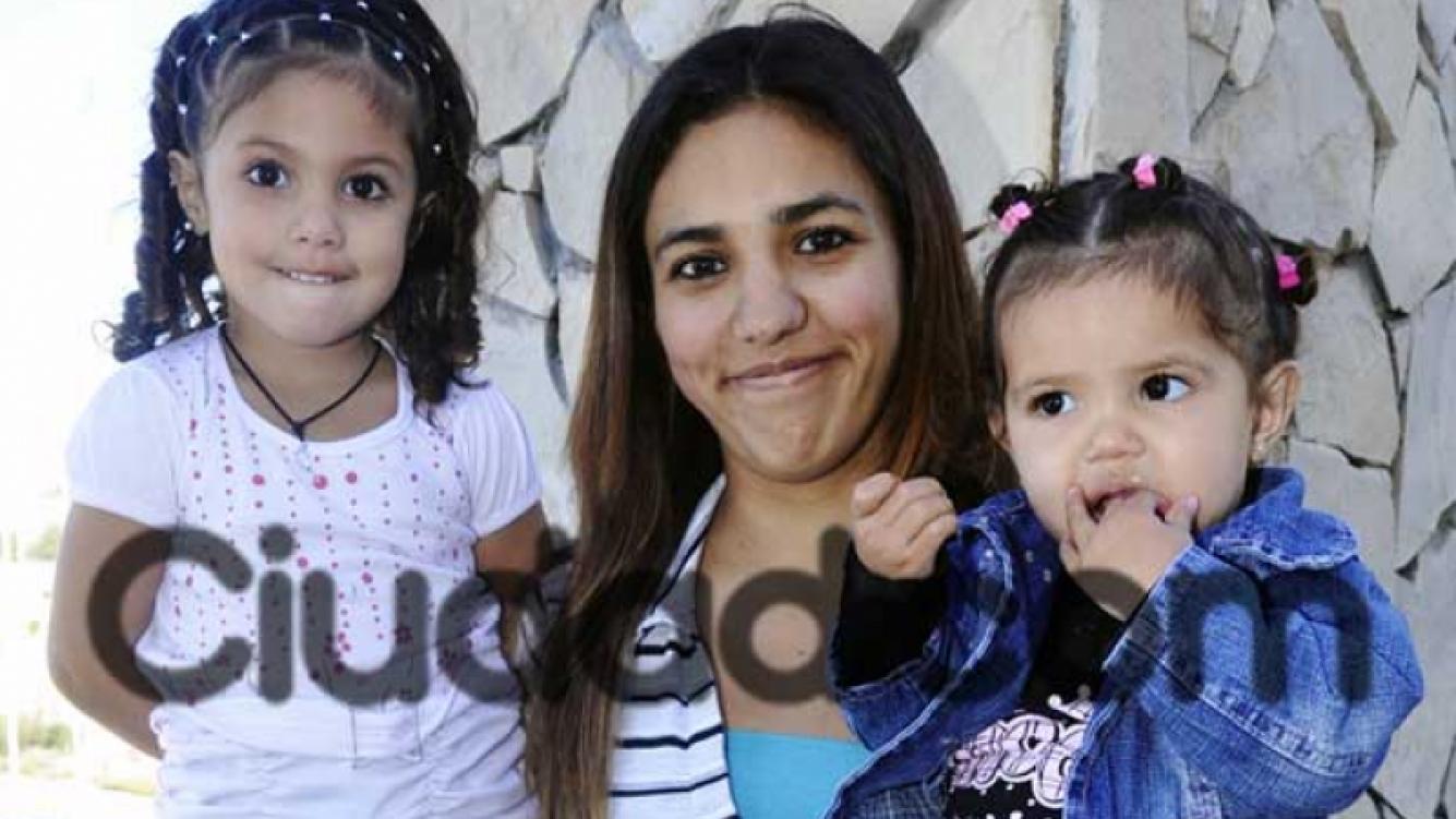 Jéssica junto a sus hijas. (Foto: Jennifer Rubio-Ciudad.com).