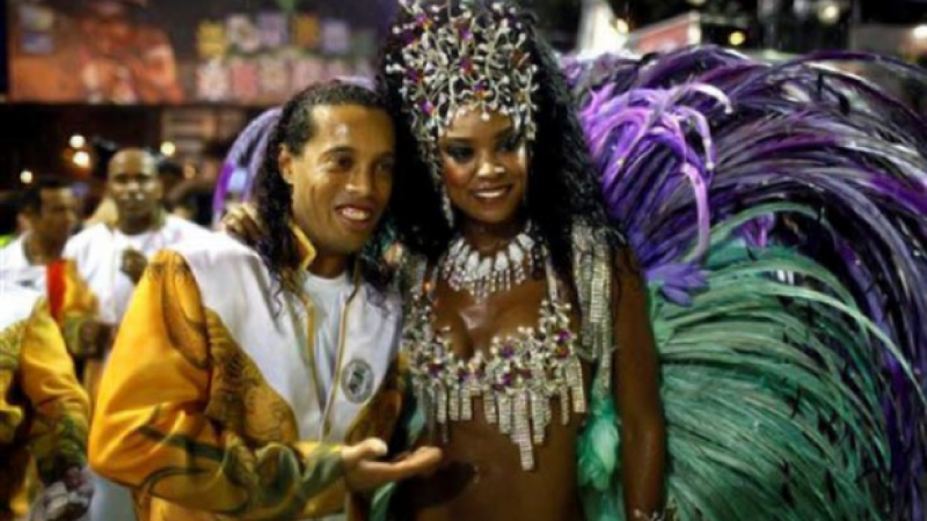 Ronaldinho, durante el Carnaval de Río de Janeiro. (Foto: Web.)
