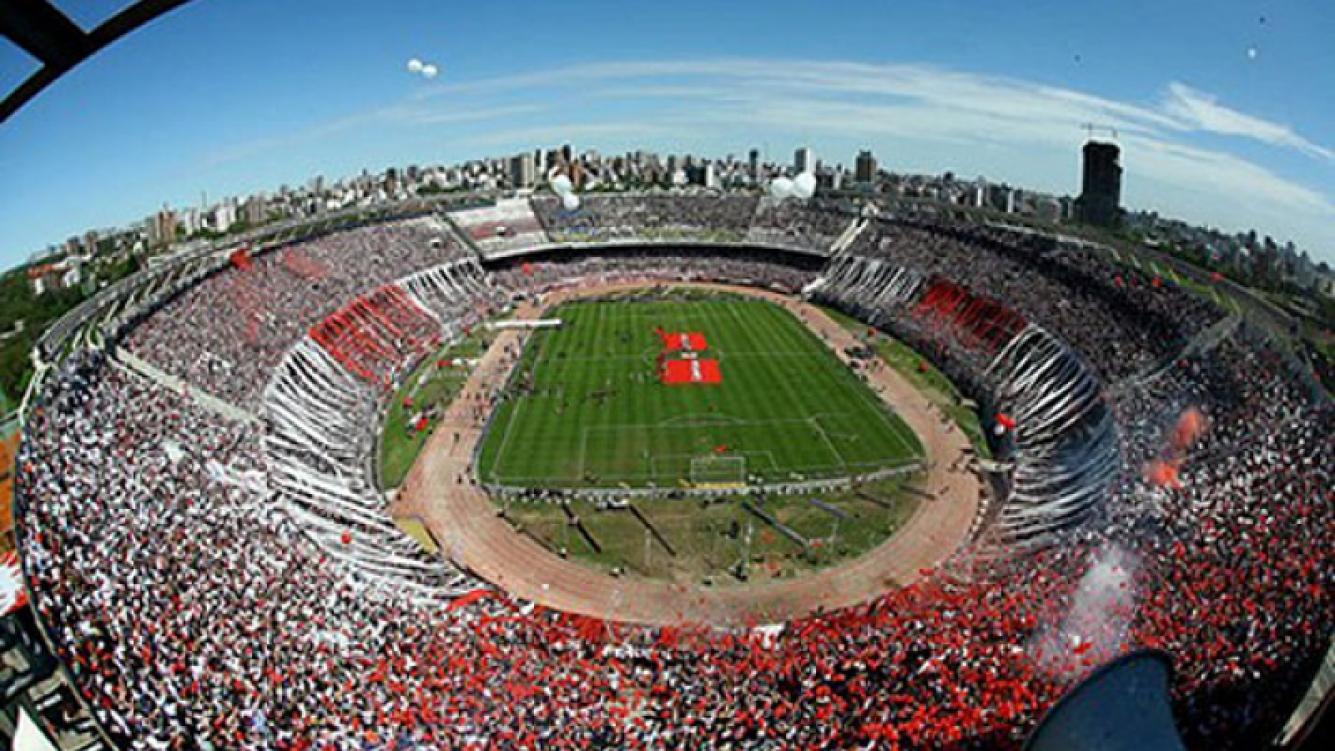 El Monumental, repleto, esperanzado de dar vuelta el 0-2 con Belgrano. (Foto: Web)