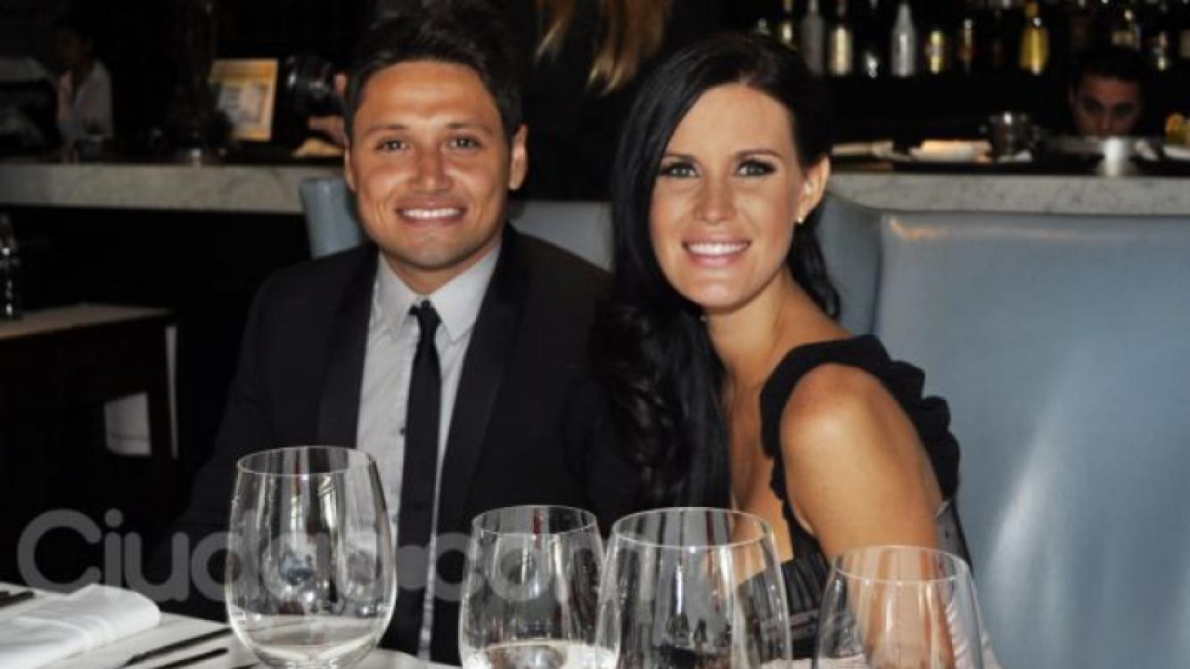 El festejo de Natalia Weber y Mauro Zárate. (Foto: Jennifer Rubio).