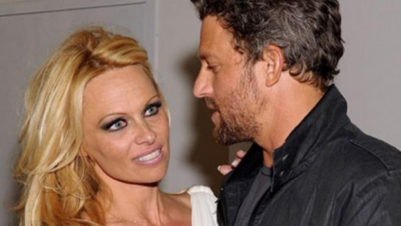 Pamela Anderson con su novio, John Rose. (Foto: Web)