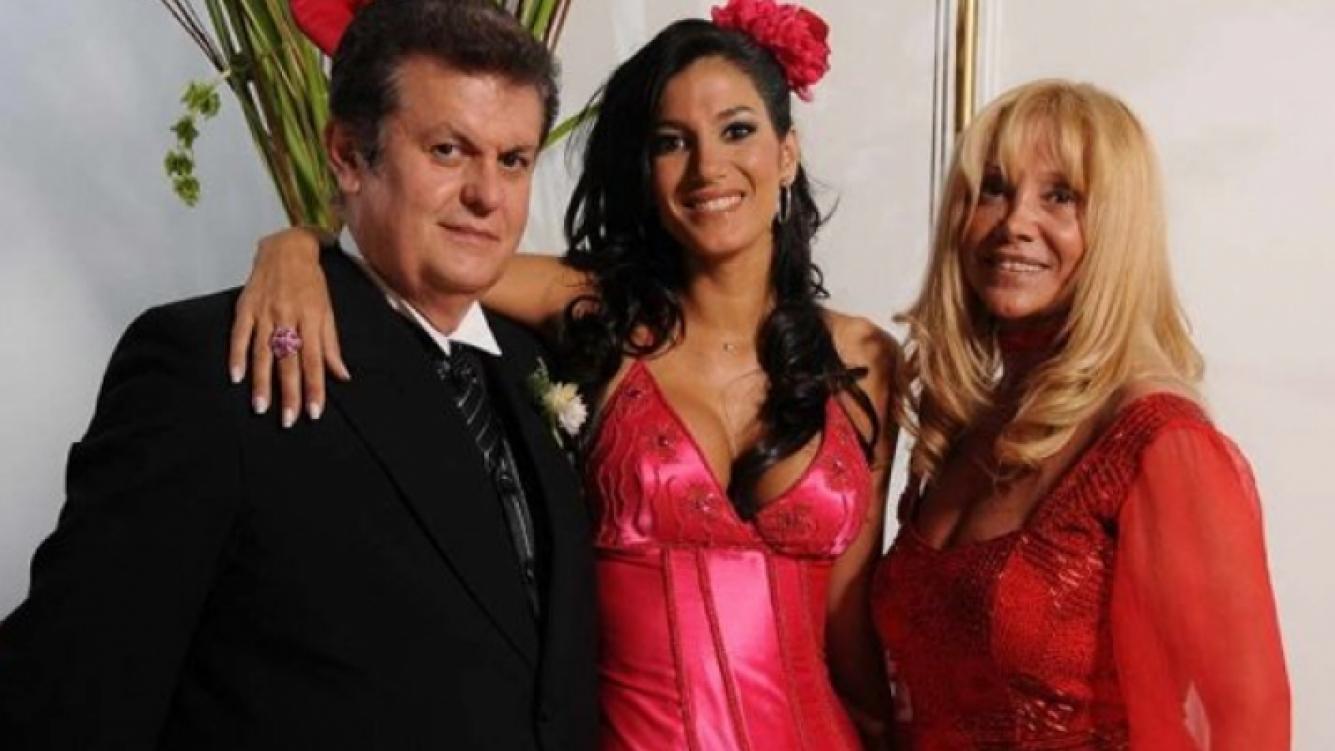 Quique Escudero, junto a su hija Silvina y su mujer, Carmen. (Foto: Web)
