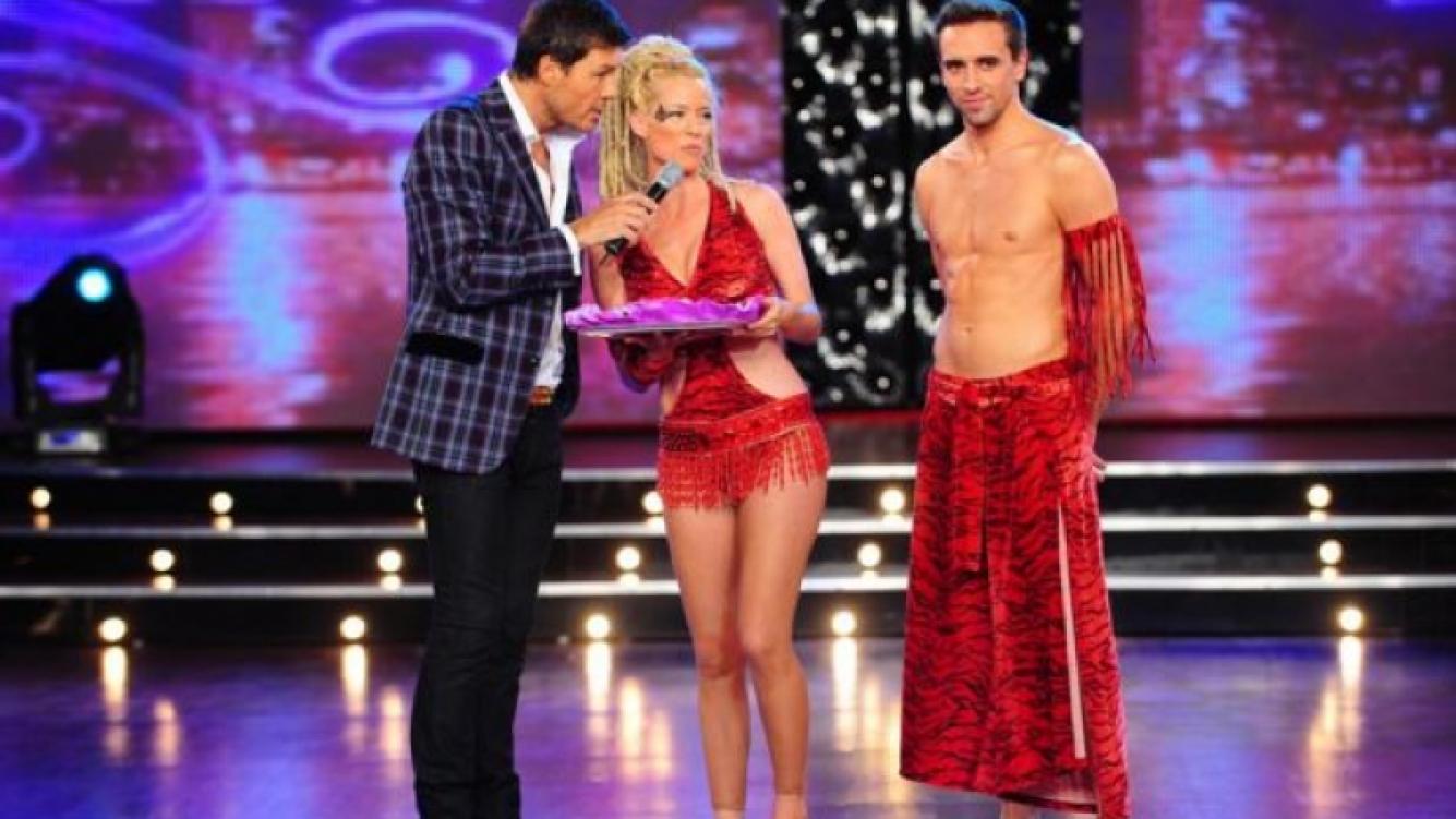 Marcelo Tinelli recibe a Nicole Neumann y Nicolás Scillama en ShowMatch. (Foto: Ideas)