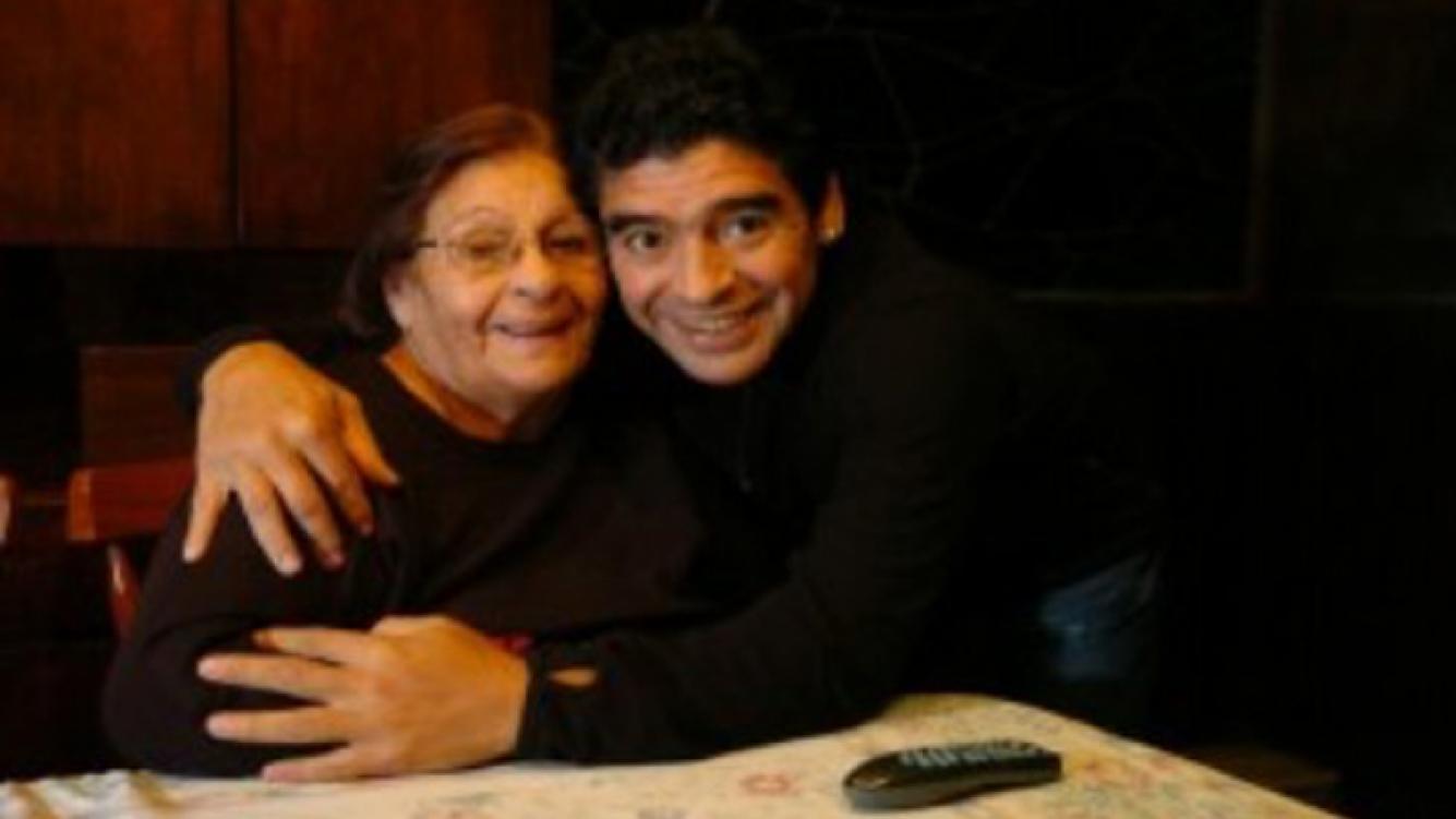 Diego Maradona y Doña Tota en tiempos más felices (Foto: Web).