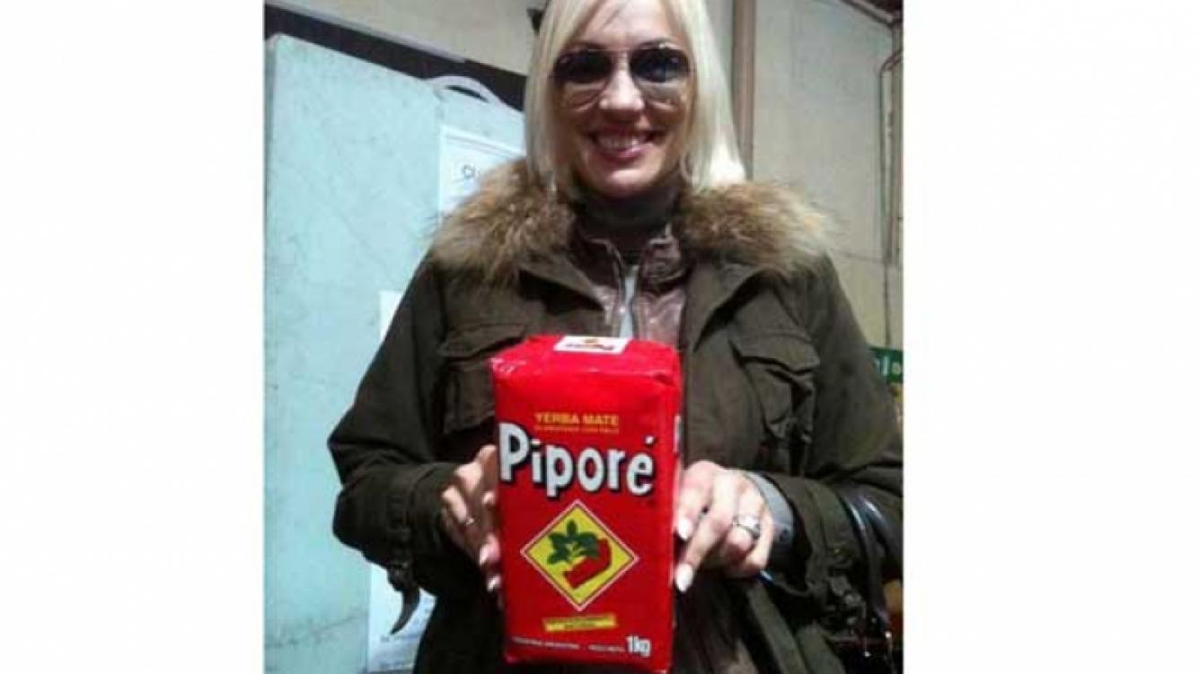 La rubia posó para el relator del día (Foto: @andykusnetzoff)