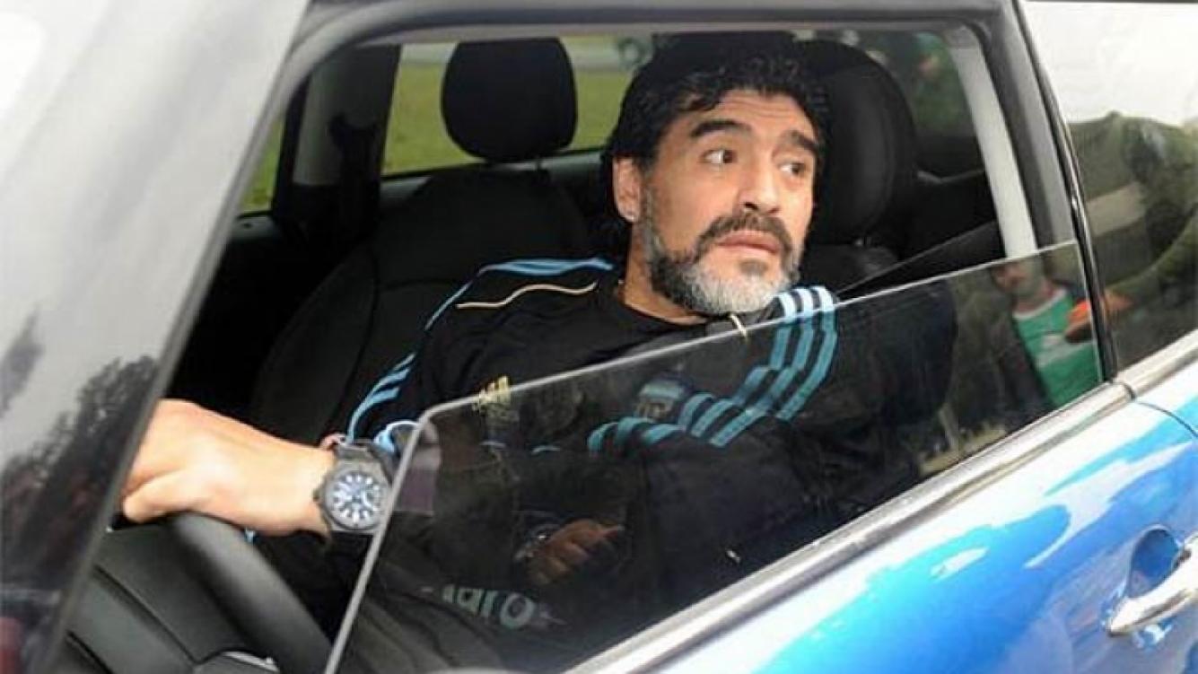 Diego Maradona chocó en el barrio de Ezeiza (Foto: Web).