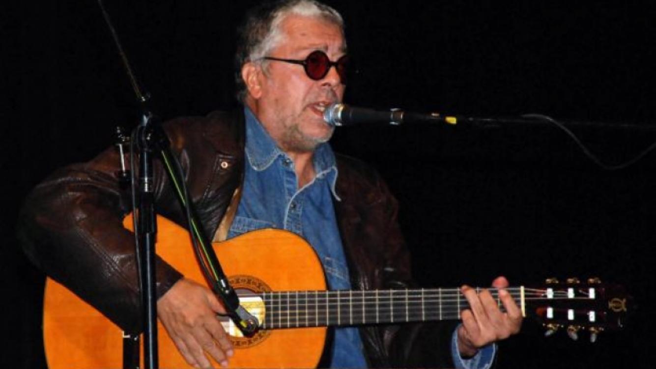 Facundo Cabral, en uno de sus recitales. (Foto: Web)