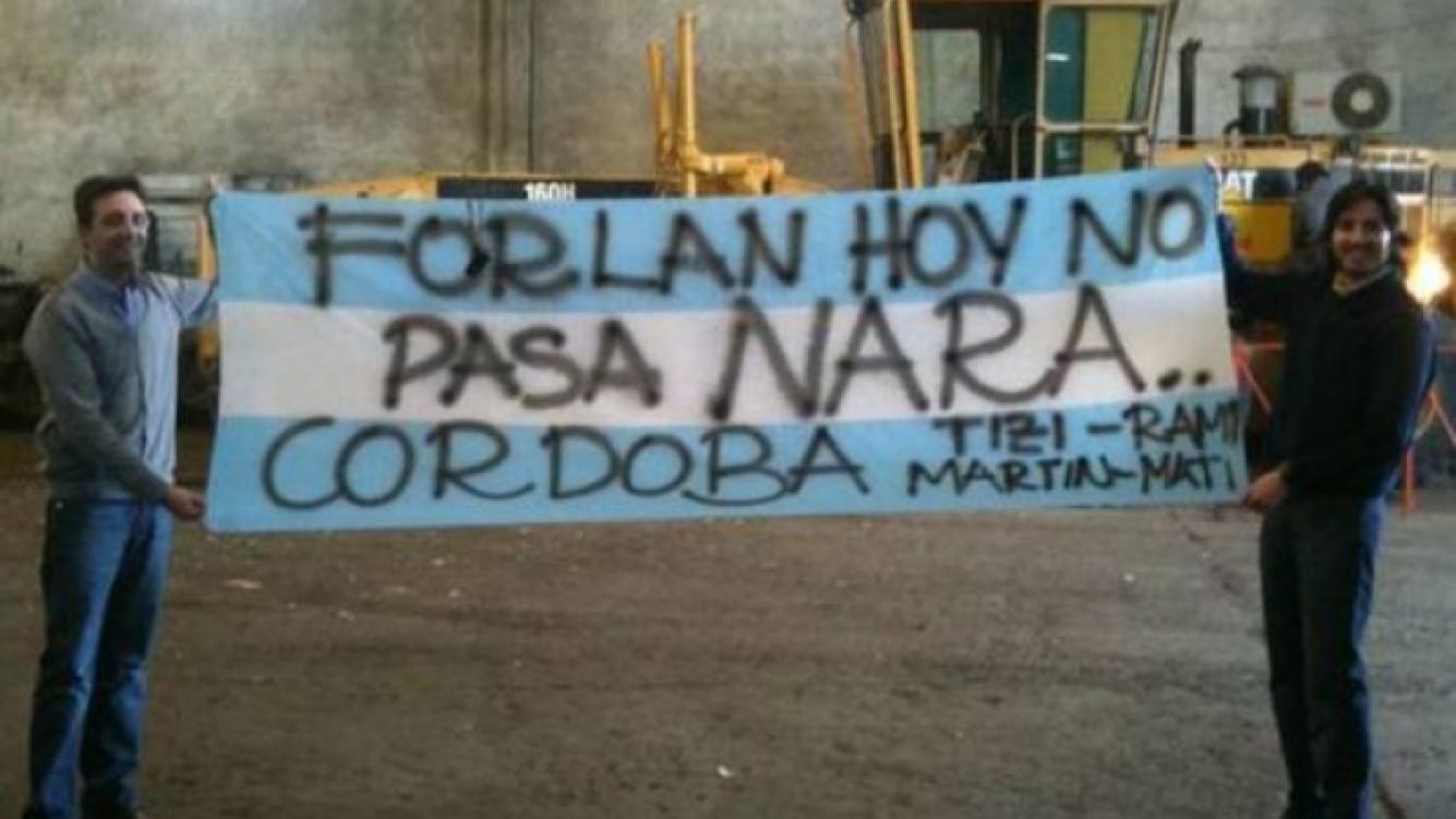 """Forlán, hoy no pasa Nara"". (Foto: Clarin.com)"