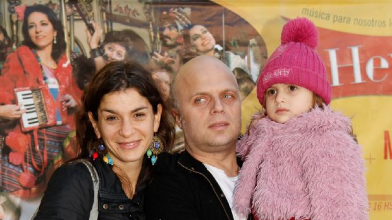 Sebastián Wainraich, su mujer Dalia Gutman y su hija Kiara.