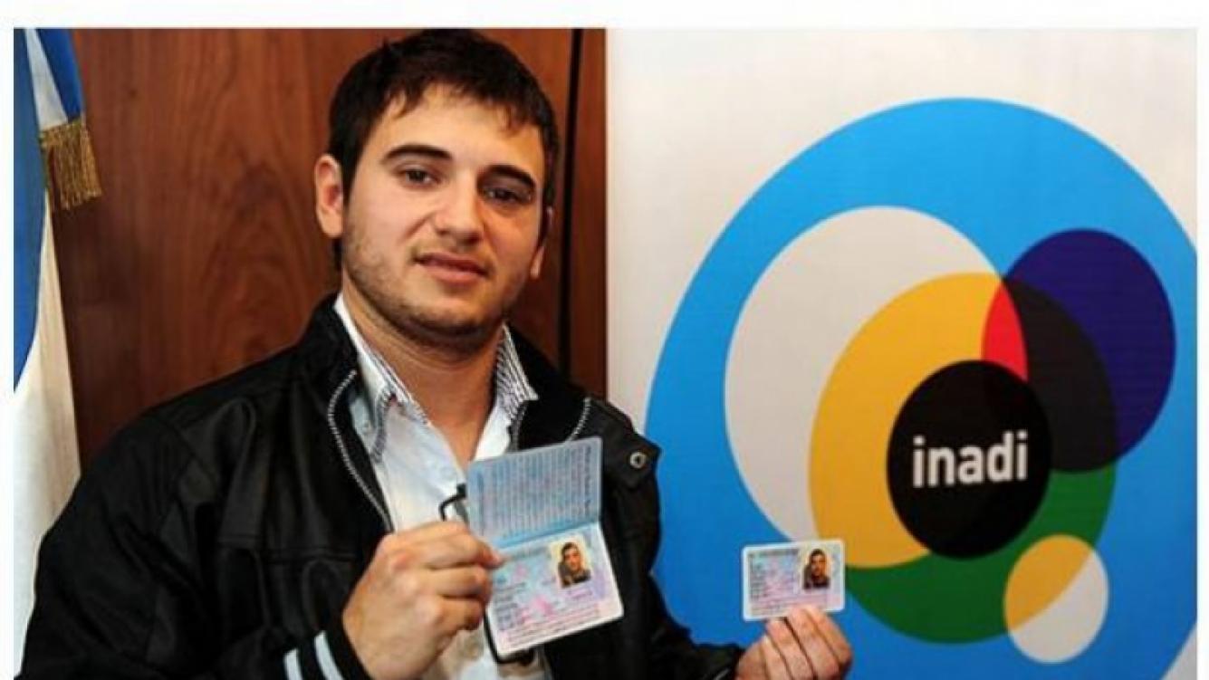Alejandro Iglesias, con su nuevo DNI masculino, se suma a Bailando 2011. (Foto: Web).