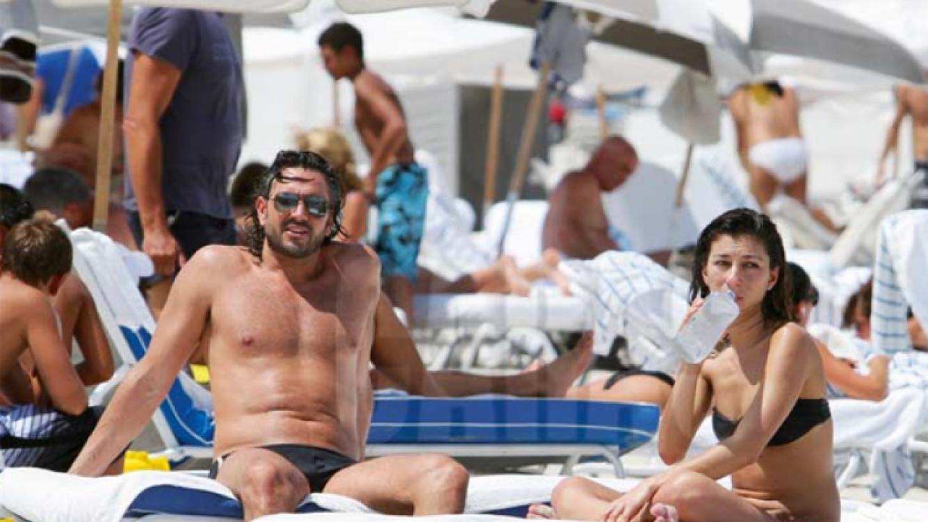 El relax de Leo Montero y la Bichi. (Foto: revista Caras).
