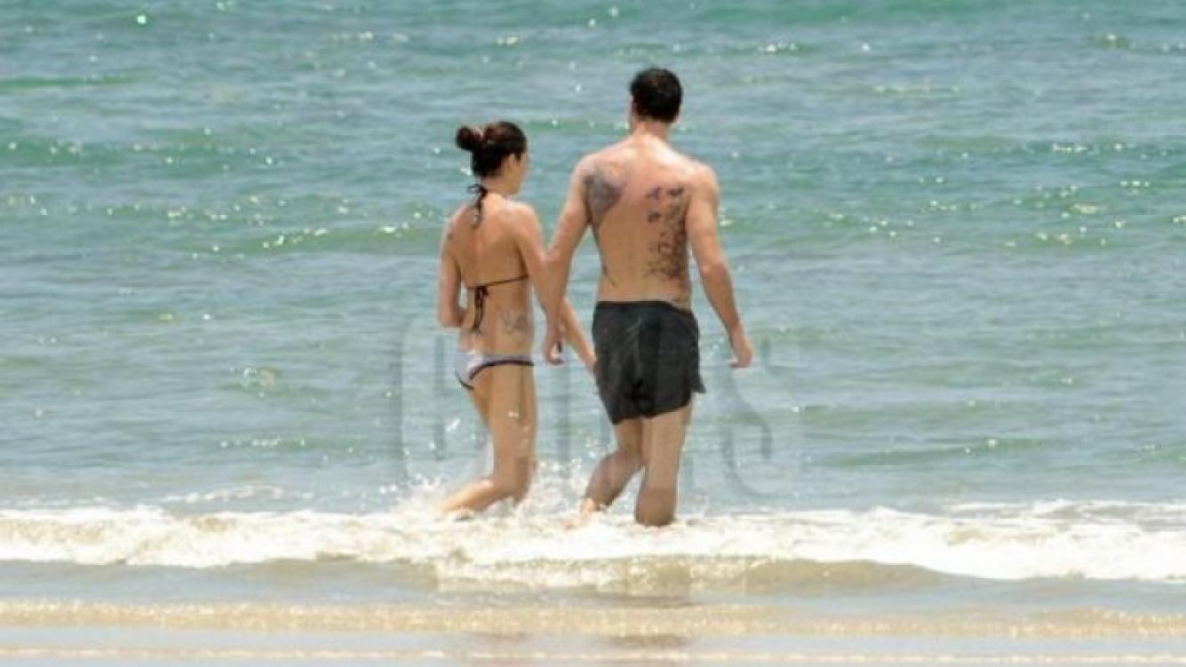 La pareja se mostró unida y enamorada en Costa Rica (Foto: Revista Caras).