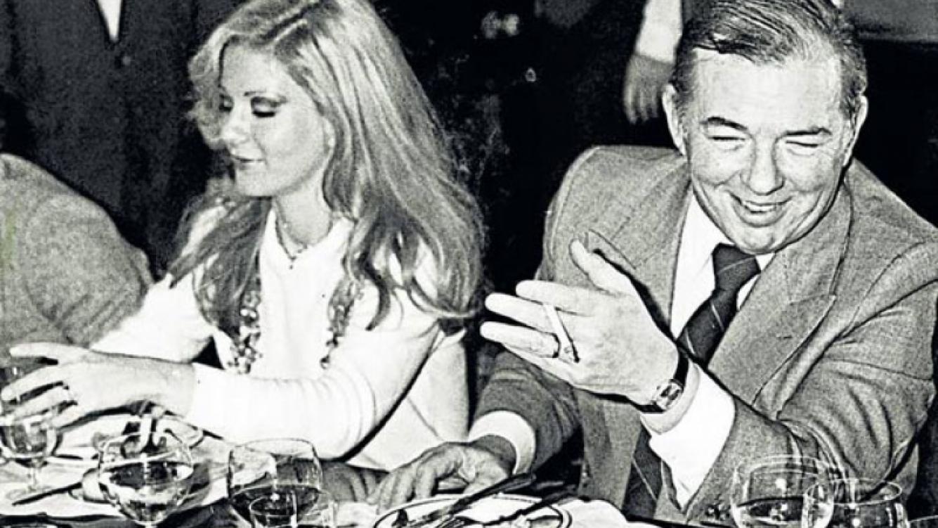 Graciela Alfano y el Almirante Carlos Lacoste, compartiendo una comida. (Foto: Perfil)