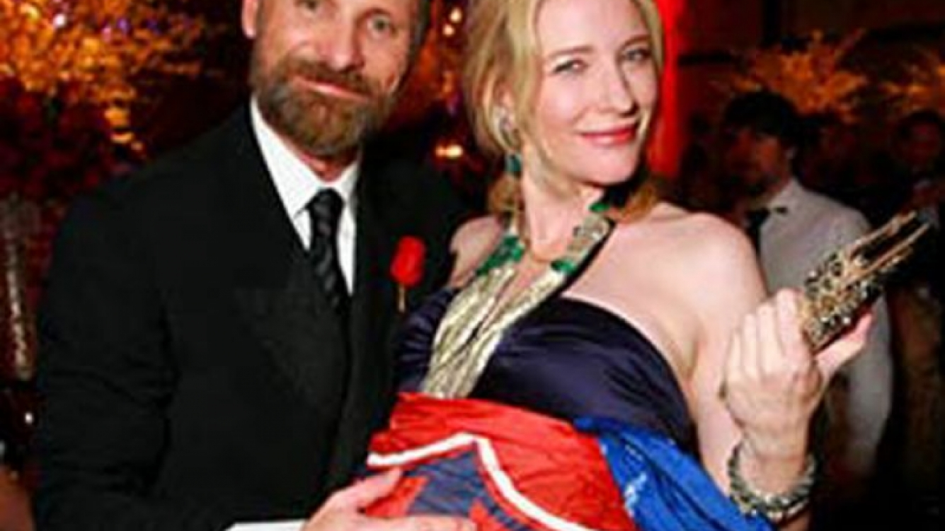 En los Oscar, la actriz Cate Blanchett prestó su panza para que Mortensen exhiba la bandera azulgrana.