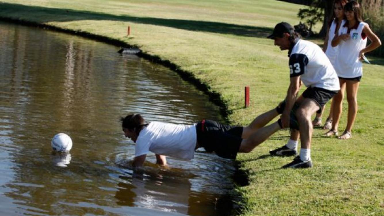 Pelota la agua, y blooper de Joe Fernández.